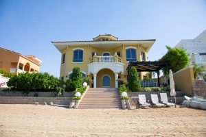 FIVE BEDROOMS BEACHFRONT VILLA ON PALM JUMEIRAH